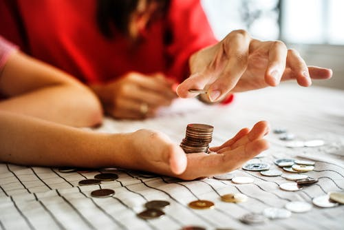 10 Things To Consider While Lending Money To Family Or Friends
